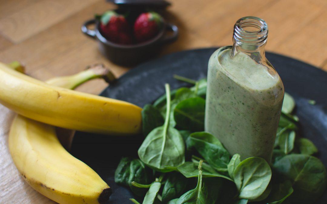 Vídeo-receta: zumo verde bronceador